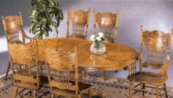 Table et chaises dossier sculpt 589 for Lion meuble montreal